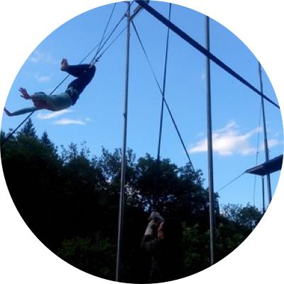 Atelier trapèze volant au festival d'Alba